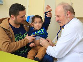 Miraç kann einigen Tagen der Untersuchungen wieder nach Hause. Er hat Hyperinsulinismus.