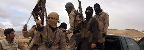 Kämpfer der damaligen Al-Nusra-Front, dem syrischen Zweig von Al-Kaida, im Dezember 2015.