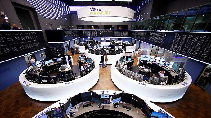 Neue Höhenflüge an den Börsen: Nach der Trump-Rede im US-Kongress stehen die Ampeln für Dax und Dow auf Grün.