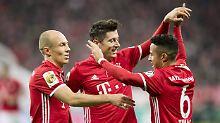 Sportliche Lebensversicherung des FC Bayern: Robert Lewandowski, hier mit Arjen Robben und Thiago.