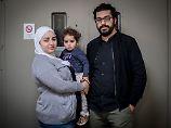Chalid Rawas und seine Frau Abier Farhud sind zwei von sieben Syrern, die beim Generalbundesanwalt Strafanzeige gegen syrische Geheimdienstchefs erstattet haben.