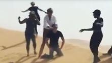 """Imitiert er die IS-Schlächter?: Empörung über """"Sir"""" Rod Stewart"""
