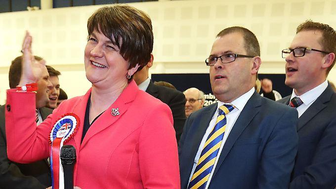Arlene Foster von der DUP hat es geschafft - ihre Partei gewinnt die Wahl in Nordirland.