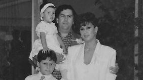 Familie Escobar: der Drogenboss mit Frau, Tochter und Sohn.