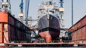 Der weltweite Schiffbau geht durch ein tiefes Tal.