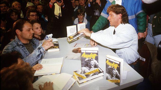 Toni Schumacher veröffentlichte 1987 das skandalträchtigste Buch der Bundesliga-Geschichte.