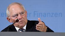 Betont locker vor dem Treffen mit dem amerikanischen Finanzminister: Wolfgang Schäuble.