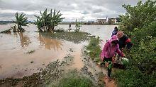 Der Wirbelsturm hat heftige Regenfälle mitgeschickt, die viele Felder überflutet haben.