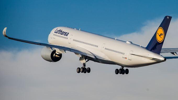 Trotz Terrorangst und Streiks erzielt die Lufthansa einen Gewinn von 1,8 Mrd. Euro.