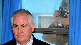 Bei seinem Besuch in Panmunjeom wurde Rex Tillerson genauestens von nordkoreanischen Soldaten beobachtet.