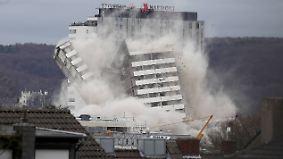 Sprengung eines Wahrzeichens: Bonn-Center ist innerhalb von Sekunden Geschichte