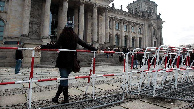 Terror-Informant ein Dschihadist: Merkel mahnt zur Ruhe