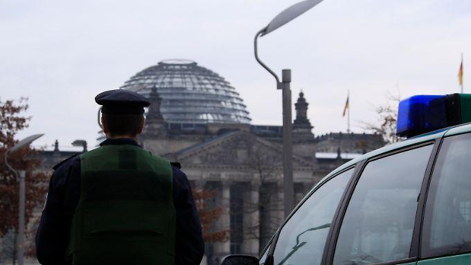 Sicherheitskontrollen und Polizeipräsenz werden bundesweit verschärft – nicht nur am Berliner Reichstag.