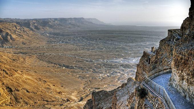 Die Festung Masada ist ein touristische Highlight am Toten Meer. Es liegt mitten in der Wüste.