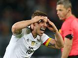 Lukas Podolski kann es selbst kaum glauben - er schießt das entscheidende Tor.