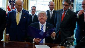 Obamacare bleibt vorerst: Trump scheitert an eigenen Reihen