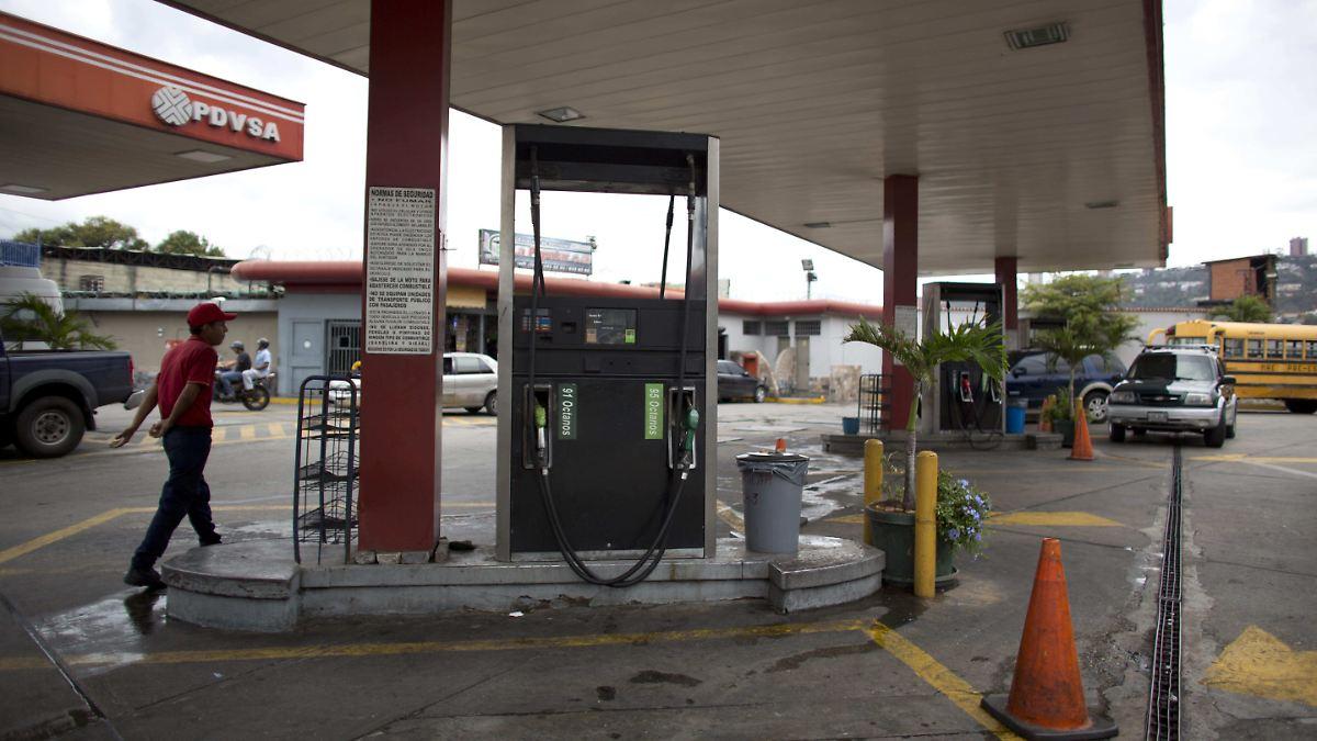 Das Benzin für den Toyota starlet