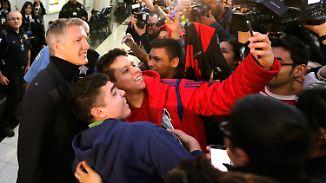 Empfang am Flughafen in Chicago: US-Fans bejubeln Schweinsteiger wie einen Popstar