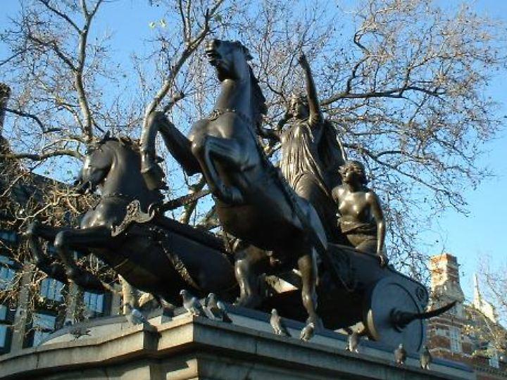 In London wird Boudicca mit einer Statue geehrt.