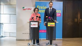 CDU und FDP werfen den Düsseldorfer Regierungsfraktionen vor, den Bericht vor allem zugunsten von SPD-Innenminsiter Jäger geschönt zu haben.