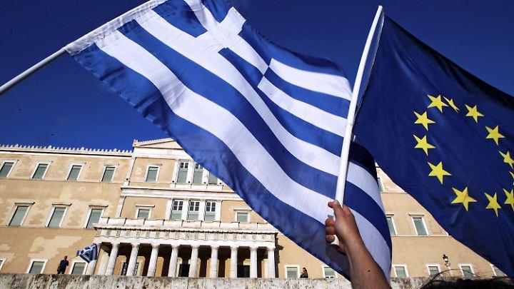 Griechenland soll Reformen im Rentensystem und bei der Einkommenssteuer vornehmen.