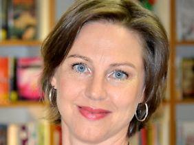 Hanna Dietz arbeitet als freie Journalistin und hat mehrere erfolgreiche Romane und Sachbücher geschrieben.