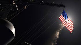 Reaktion auf Giftgasangriff: USA feuern Raketen auf Armeestützpunkt in Syrien