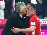 """""""Es war sehr schön"""": Ancelotti gibt Ribéry ein Küsschen"""