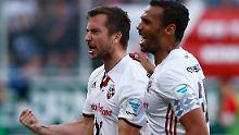 Markus Suttner und Marvin Matip jubeln - Ingolstadt lebt wieder.