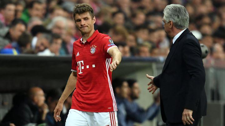 Thomas Müller wurde nach schwachem Spiel in der 81. Minute von Bayern-Trainer Carlo Ancelotti ausgewechselt.