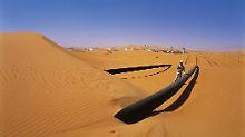 Ölpipeline in der algerischen Wüste.