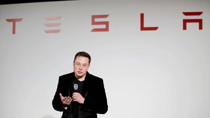 Der Mann, der die großen Auto-Hersteller vor sich hertreibt: Elon Musk setzt die Branche unter Strom.