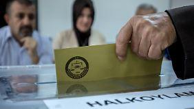 Referendum startet: Türken entscheiden über Erdogans Präsidialsystem