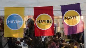 Gegner der geplanten Verfassungsänderung im Istanbuler Stadtteil Kadıköy.