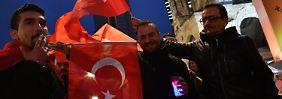 Erfolgreiches Referendum: Auslandstürken tragen Erdogan zum Sieg