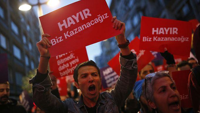 """""""Nein heißt nein"""": Tausende Türken werfen Erdogan Wahlbetrug vor"""