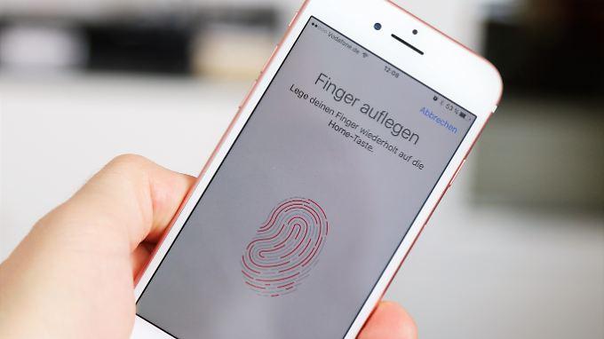"""Die Finger-Scanner vieler Smartphones lassen sich mit einem """"MasterPrint"""" überlisten."""