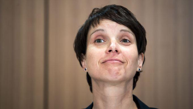 Frauke Petry will die AfD in Regierungsverantwortung sehen, die Rechtsnationalen in der Partei stemmen sich dagegen.