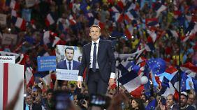 Auch Macron hat vom Chaos des Wahlkampfes profitiert. Sein Sieg ist jedoch keineswegs sicher.