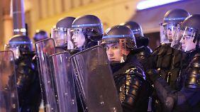 Kandidaten unter Polizeischutz: Radikaler Wahlkampf hält Frankreich in Atem