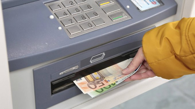 Banken sind nicht verpflichtet, auf Geldabhebe-Gebühren hinzuweisen.