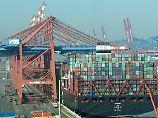 Höhere Löhne, mehr Investitionen: Exportüberschüsse lassen sich senken