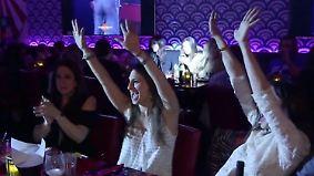 Singende Kellnerinnen und roher Fisch: Erster Sushi Nachtclub in New York begeistert Publikum