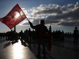 Opposition kämpft weiter: Türkei nimmt Journalisten und Kritiker fest