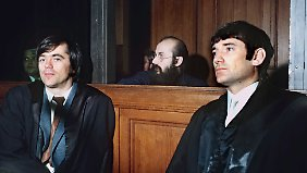 1972: Hans-Christian Ströbele (l) und Otto Schily (r) waren die Verteidiger von Horst Mahler.