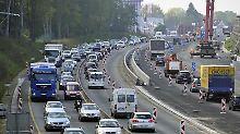 Autobahnbaustellen zur Ferienzeit sind für Urlauber ein Riesen-Ärgernis.