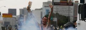 Straßenschlachten in Venezuela: Maduro verspottet nackten Demonstranten