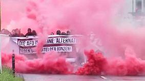 AfD-Parteitag sorgt für Ausnahmezustand: Polizei und Demonstranten geraten aneinander