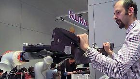 Hand in Hand auf der Hannover Messe: Roboter lassen sich per App kinderleicht programmieren