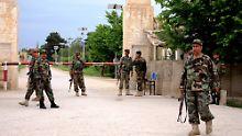Gefährliche Lage in Afghanistan: Angreifer zünden Bombe vor US-Basis